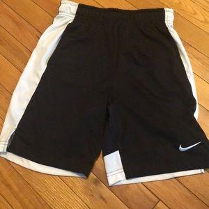 Nike youth medium basketball shorts
